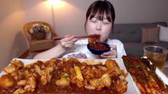 大胃王:韩国美女吃播,吃鸡肉炖年糕粉条,搭