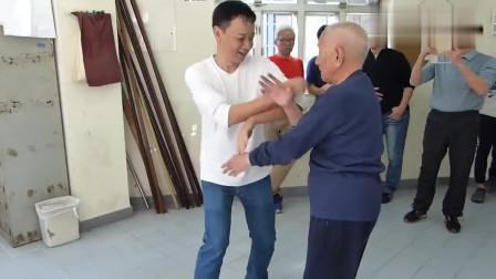 小伙子欺负咏春拳宗师叶问之子93岁的叶准,快速