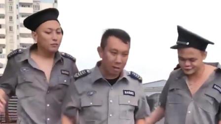 广西老表搞笑视频:保安小伙对业主使坏,听到