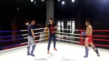 八卦掌高手挑战自由搏击,40秒被击倒4次,当场