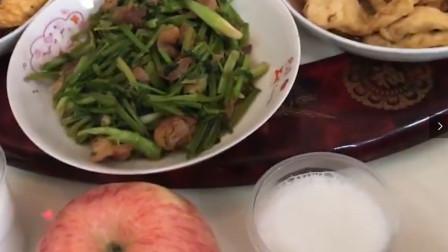 搞笑视频:初来乍到女友家,未来丈母娘放个苹