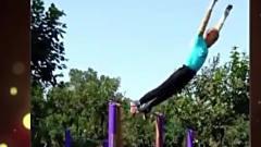 家庭幽默录像:健身界殿堂级的表演!一个跟头