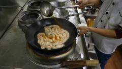美食作家王刚:厨师长教你卤水肥肠的家常做法