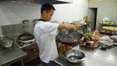 美食作家王刚:厨师长教你麻辣火锅汤底的做法