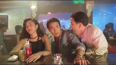 两个男人为了美女,引发的一场酒吧打斗,太精