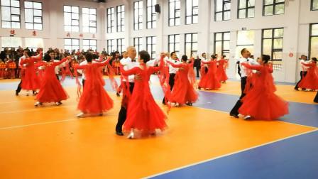 集体表演交谊舞优美快三,音乐《阳光路上》