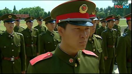 《士兵突击》钢七连霸气入队仪式,配上这背景