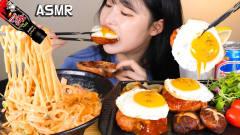 韩国美女吃播大胃王,吃意大利面火腿牛排汉堡