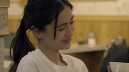 *a*y综艺首次回应与黄晓明绯闻,谁注意她脸上的