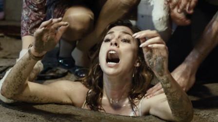 酒吧内肆虐生化病毒,8人被困,美女浑身抹油钻