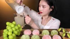 吃播:韩国美女吃货试吃抹茶草莓大福,配上青