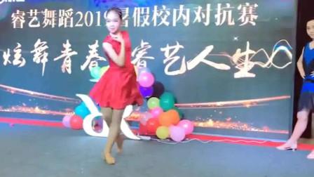拉丁舞:长腿姐姐展示伦巴,感觉超棒的