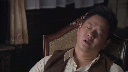 双雄:美女趁小伙睡着,想要偷拿东西,结果小