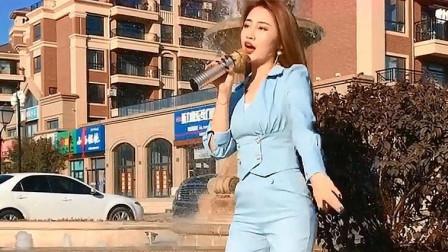 气质美女翻唱《酒梦》,标准的闽南语,好听!