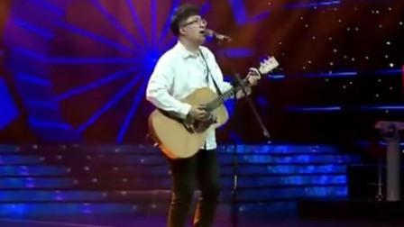 民谣歌手演唱《你好前任》,吉他自弹自唱,歌