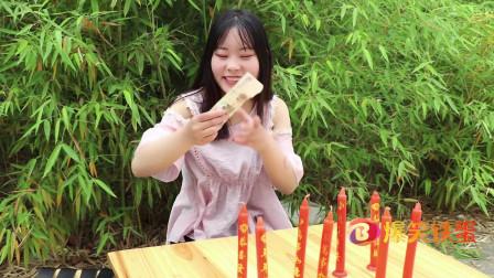 爆笑铁蛋:美女摆摊吹蜡烛游戏,没想小伙是个