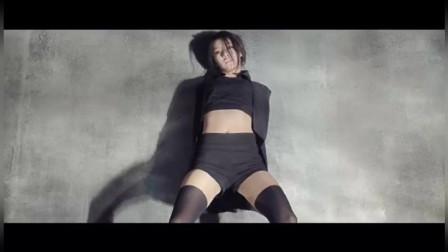 朴智妍 一分一秒,扭动这骨盆,修长美腿,妩媚的动作。太漂亮了。