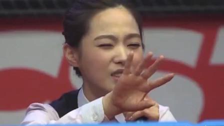 韩国美女蒙眼打台球,模样太搞笑急坏队友,全