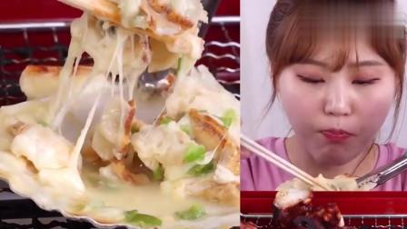 大胃王美食吃播,韩国美女吃烤章鱼和蒸粉