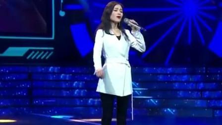 素人美女翻唱《上海滩》,歌声高亢悠扬,征服