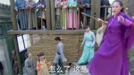 李莫愁背后痒,在大街上上演钢管舞,杨过还在
