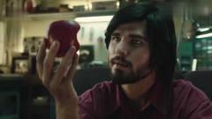 创意广告:乔布斯拿着咬了一口的苹果,命运从