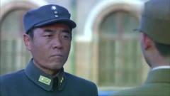 影视:总司令参加军事会议,哪知被侍官拦住,