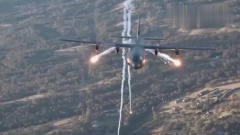 这个是什么机型,还会放烟花,希望军事大神告