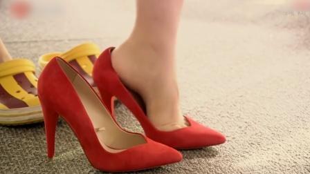 客户故意找茬,不料美女换上高跟鞋霸气救场,
