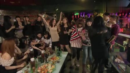富少酒吧寻欢,一群美女作陪!