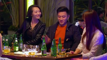白富美倒追已婚男,半夜带他去酒吧,一堆美女