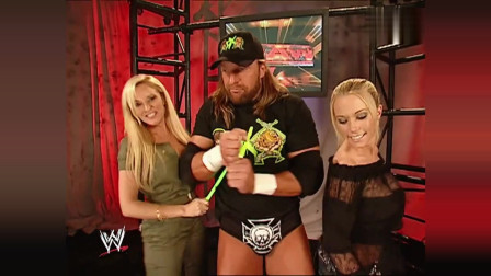 WWE:驸马爷寻求刺激,竟背着大公主和美女热舞