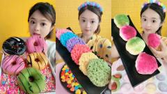 美女试吃甜甜圈和彩色方便面,看着好有食欲,