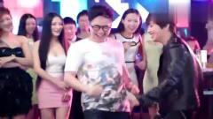 屌丝男士:大鹏看到女友和帅哥热舞,这样的反