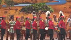 非洲美女登上春晚的舞台,要负责所有外国人的