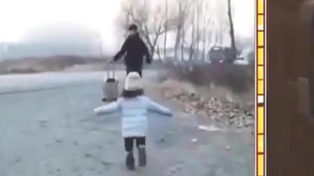 家庭幽默录像:迎接哥哥回家要这样!