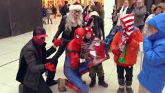 蜘蛛侠恶搞,穿上蜘蛛侠战袍去给孩子们送礼物