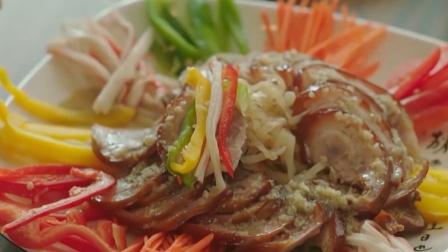 美食:韩国美女一口塞进一大块肉,满脸幸福,