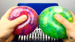 """恶搞实验:将""""解压水晶球""""放入切割机!咔擦"""