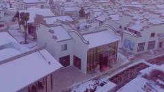 城市风景中,日出洒在雪景中,巧妙的融为成大
