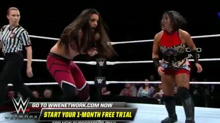 WWE:李霞对战火辣美女,打的对手节节败退,无