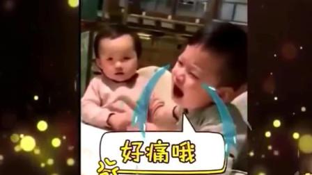 家庭幽默录像:这哥哥太有套路了,这长大了又