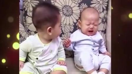 家庭幽默录像:好兄弟就要有难同当,看弟弟出