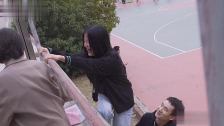 美女第一次被男孩抱!要为难男子要对她自己负