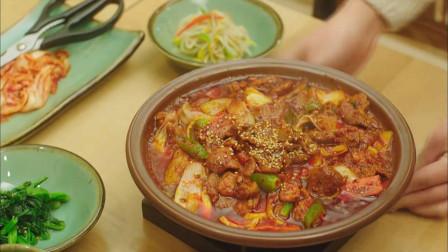 韩国美女一个人吃饭,吃相太好看,领桌小伙直