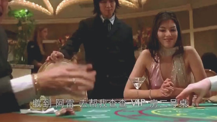 美女赌钱一直输,小伙提醒她跟着荷官买,果然
