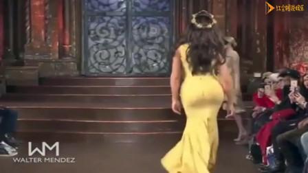 外国美女走秀,可爱包臀礼服,高傲的像个公主