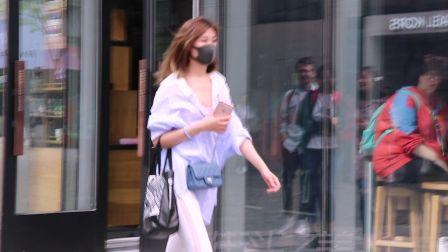 三里屯 街拍,戴着口罩的小姐姐,好身材却挡不
