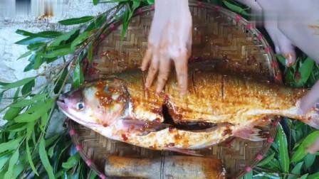 农村美女户外野炊,搞了条超大的野货来烤着吃
