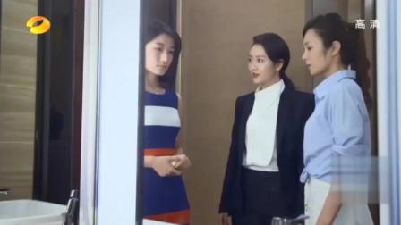 美女在厕所背地里骂上司,谁知上司就在她身后